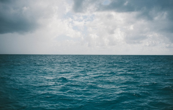 sea-ocean-horizon-clouds-gray